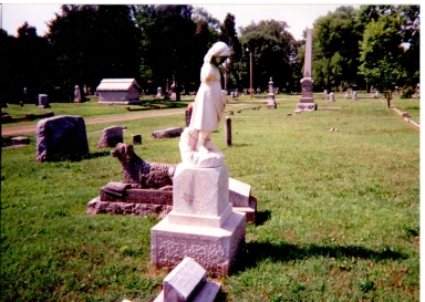 Oak Grove Cemetery, Little Girl