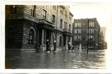 Post Office in downtown Paducah during '37 flood.