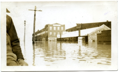 North Second Street in downtown Paducah during '37 flood.