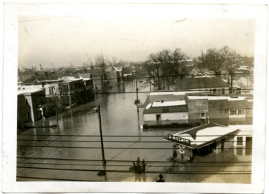 Seventh Street in Lowertown during '37 flood.