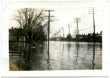 Bridge Street in Paducah during '37 flood.