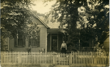 House with white picket fence in front in Paducah (KY)