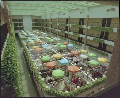 Executive Inn, Shopping
