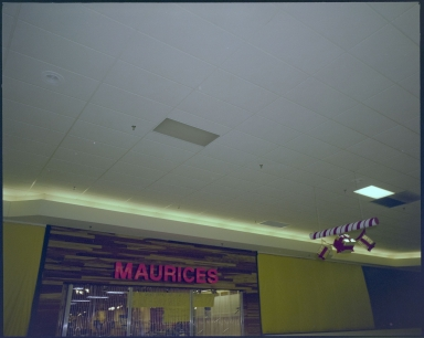 Kentucky Oaks Mall, Maurices