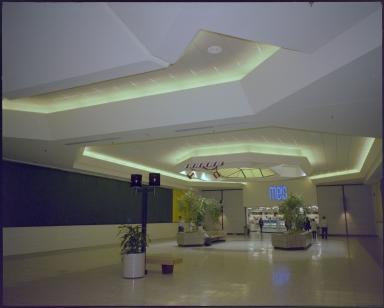 Kentucky Oaks Mall, Meis Department Store