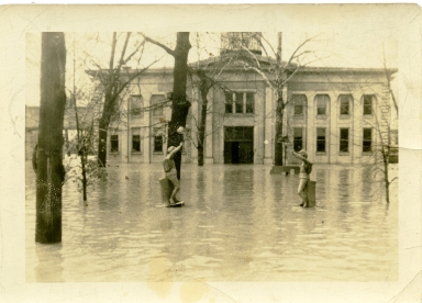 Old McCracken County Courthouse in 1937 flood