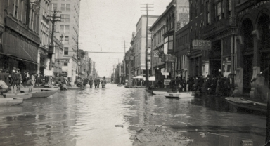 View of Broadway near 4th Street in Paducah (KY) during April 1913 flood