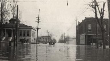 Broadway at 9th Street in Paducah (KY) during April 1913 flood