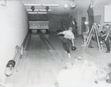 Station bowling lanes