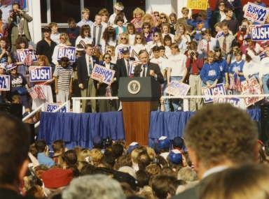 Vice-president George Bush speaking at Paducah Community College in Paducah (KY)