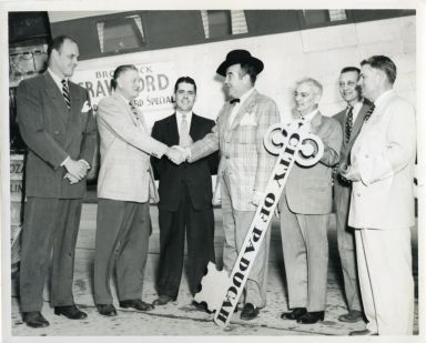 Broderick Crawford Arrives in Paducah