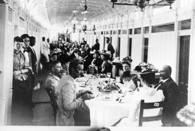 Sternwheeler Gus Fowler Dining