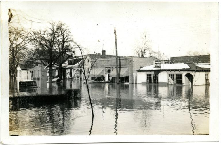 Seventh Street in Lowertown during '37 flood.