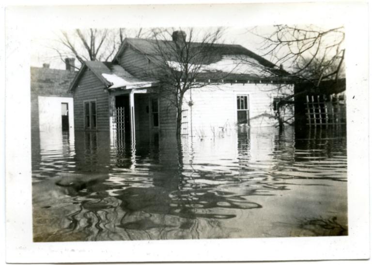 Bridge Street in Paducah during '37 flood.