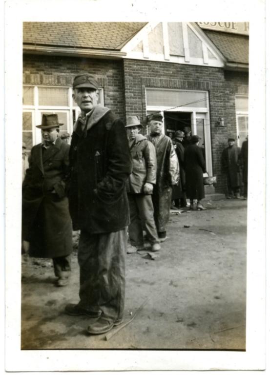 Evacutation point in Paducah during '37 flood.