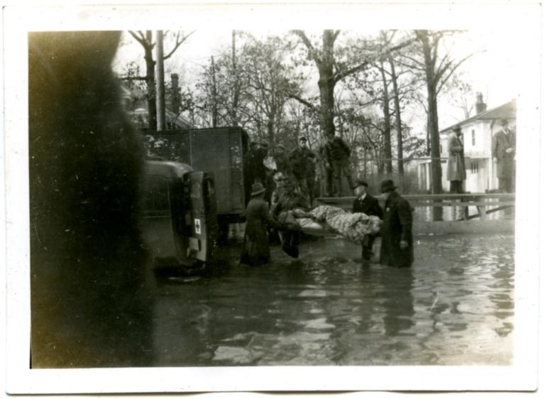 Rescue efforts in midtown Paducah during '37 flood.