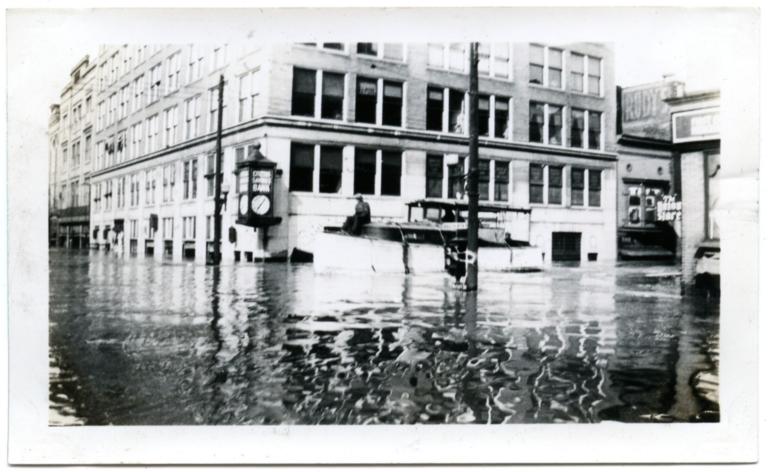 Citizens Savings Bank in Paducah during '37 flood.
