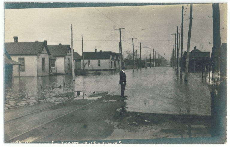 1913 Flood, South 9th from Husbands North
