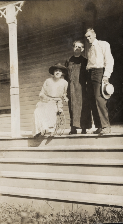 Virginia Holland, her mother and her brother Will