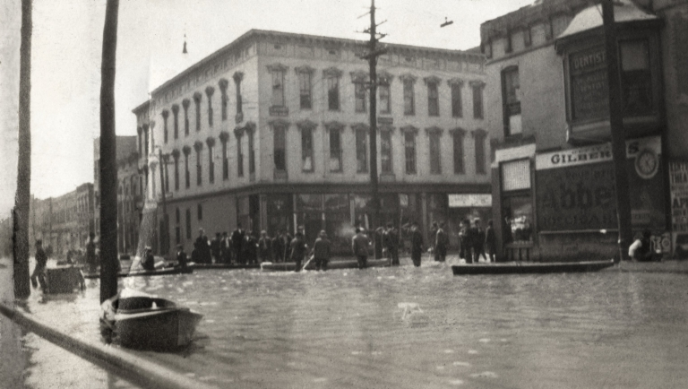 Water covers downtown street in Paducah (KY) during April 1913 flood
