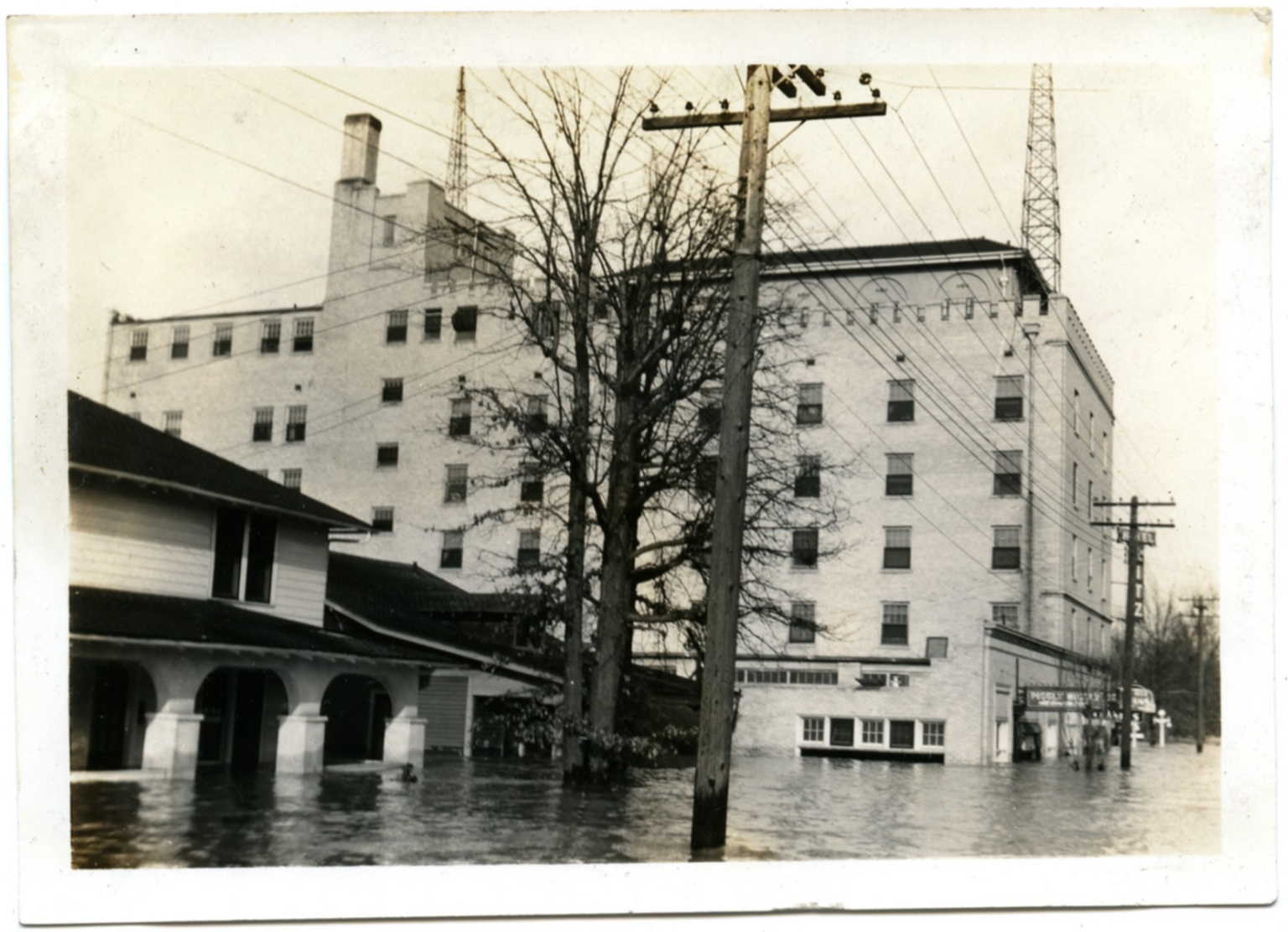 Ritz Hotel in Midtown during '37 flood.
