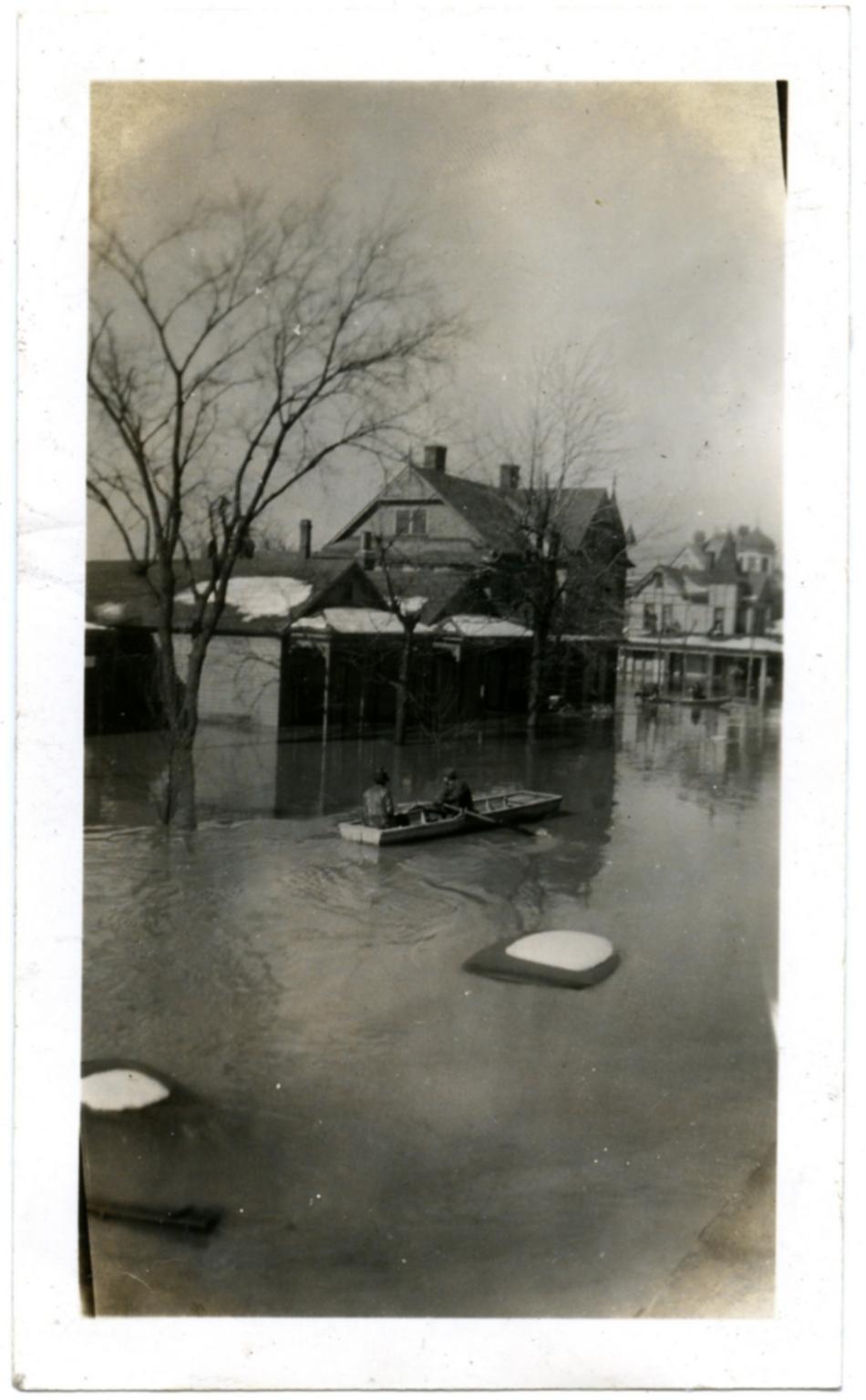 Evacuation efforts during '37 flood.