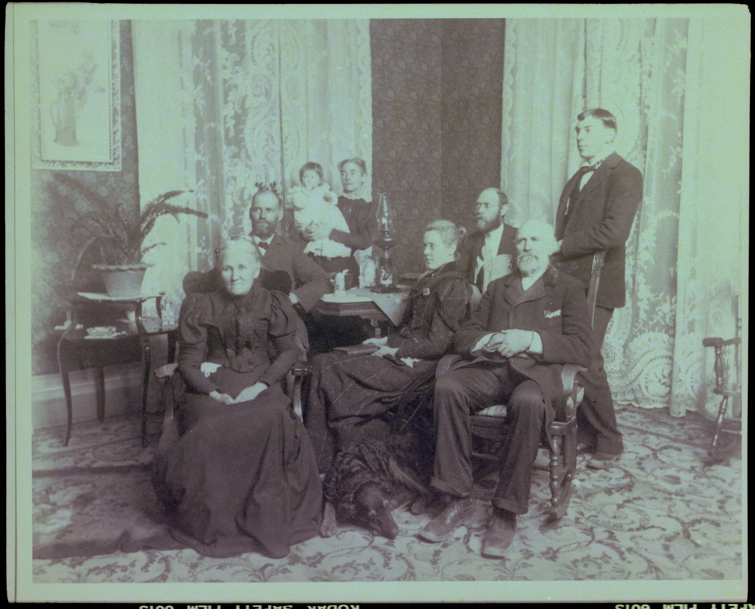 Historic photograph of unidentified family
