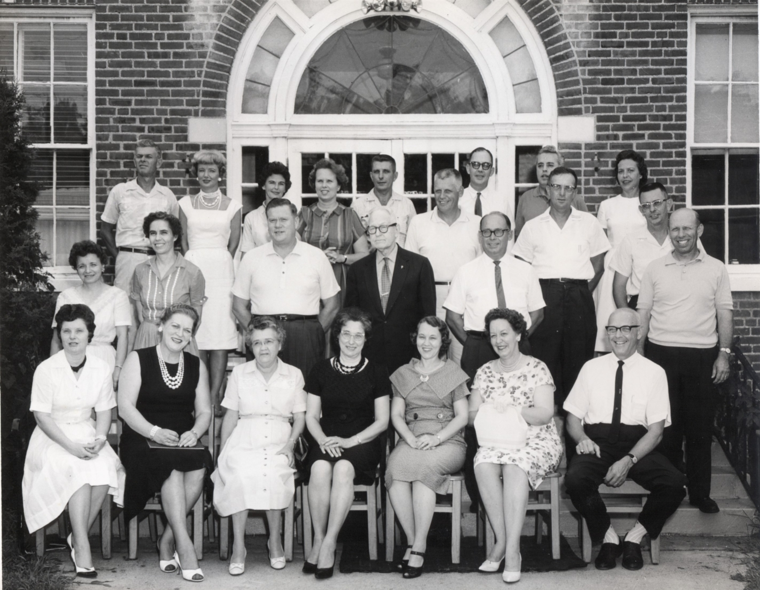 Newspaper article on reunion of Lone Oak High School class of 1937