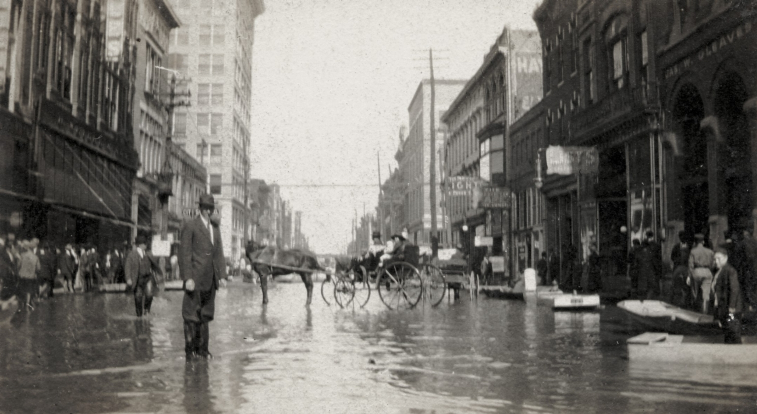 View of people on Broadway near 4th Street in Paducah (KY) during April 1913 flood
